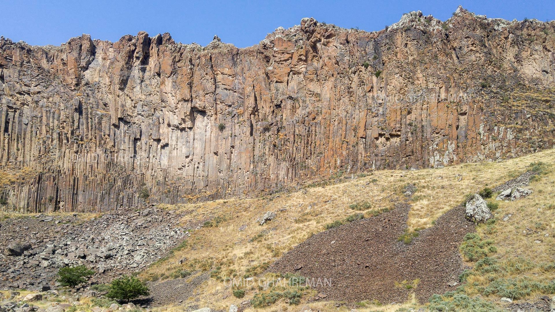 ابتدای دره قیرمیزیلیخ آواجیق در شهر ماکو