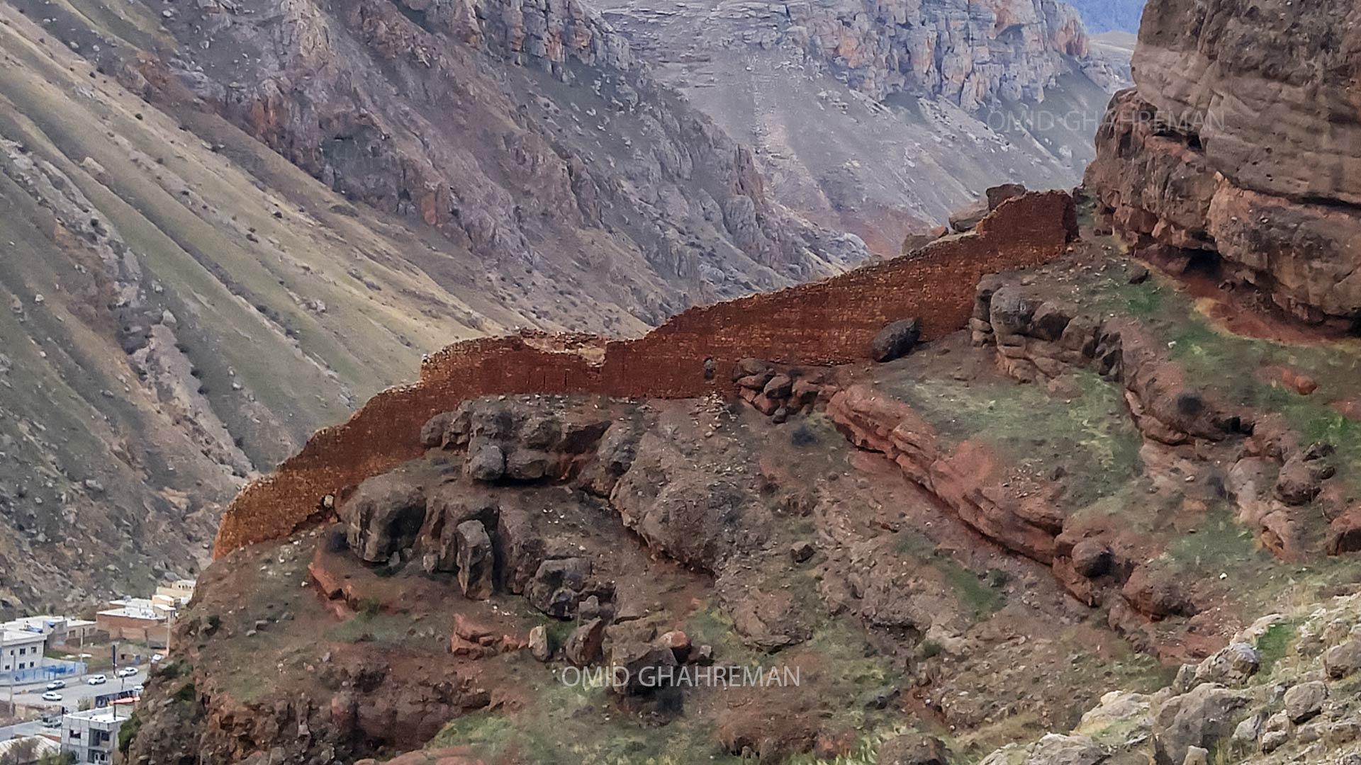 ادامه دیوار غربی در ارتفاعات پایینتر