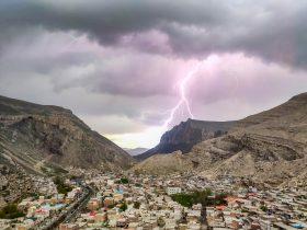 اصابت رعد و برق به دکل و بالای کوه قیه ماکو