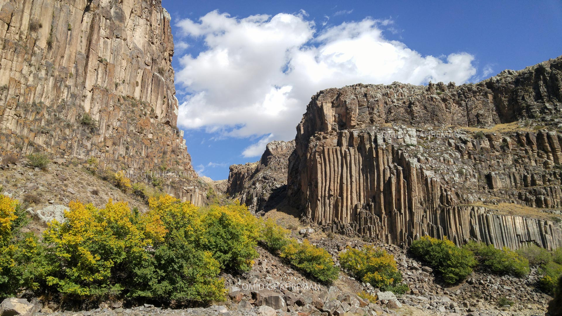 دره قیرمیزیلیخ و منشور های بازالتی Basalt columns and Girmizilix of the maku