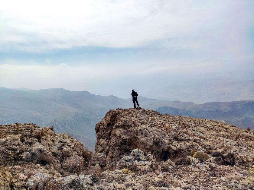 دوست عزیزم در حال تماشای ماکو از ارتفاعات قیه