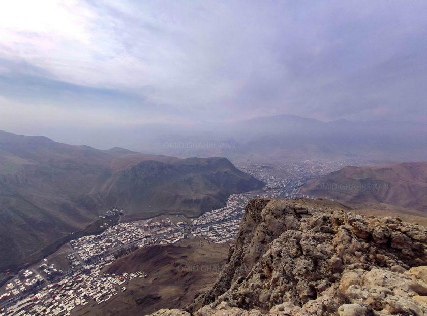 شهر کوهستانی ماکو در یک روز پاییزی