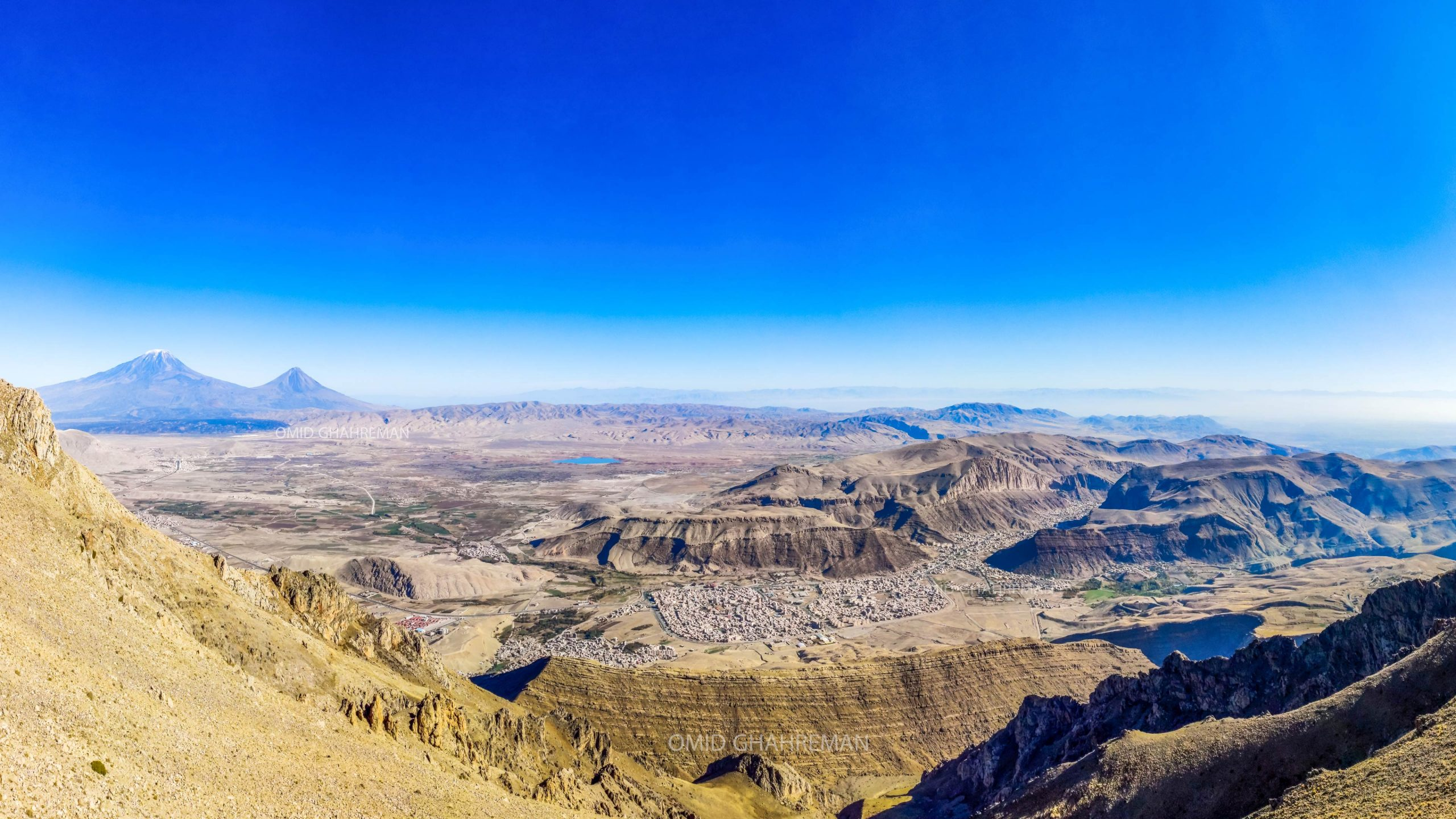 عکس پانوراما از شهر ماکو از ارتفاعات و نمایی از کوه آغری Maku and Ararat