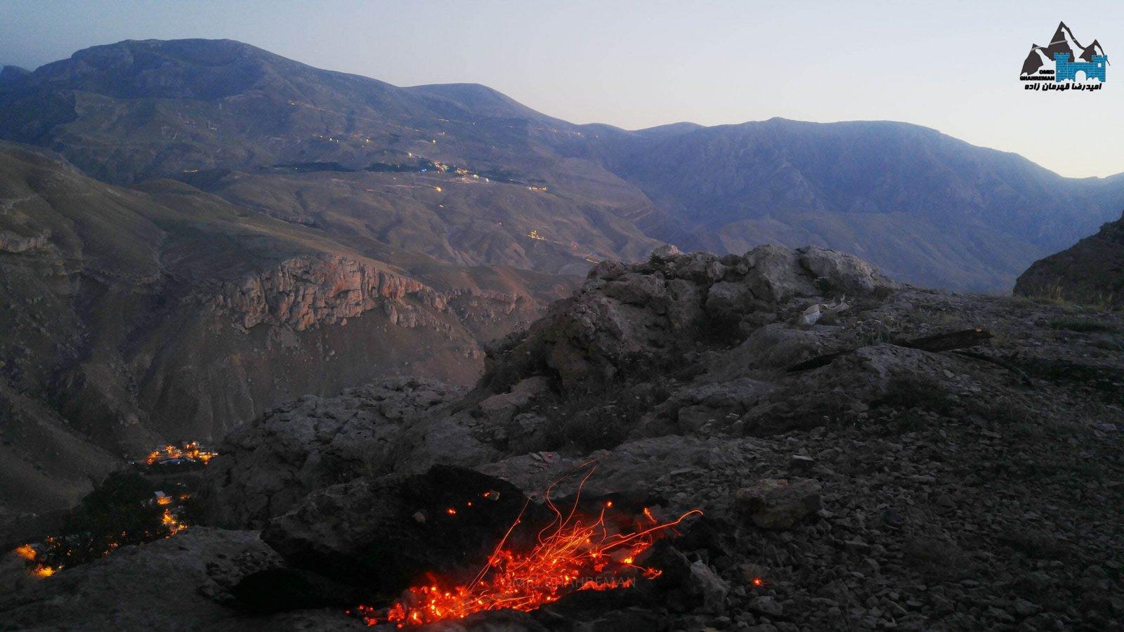 ماکو از بالای چتر سنگی و اتش در ارتفاعات ماکو