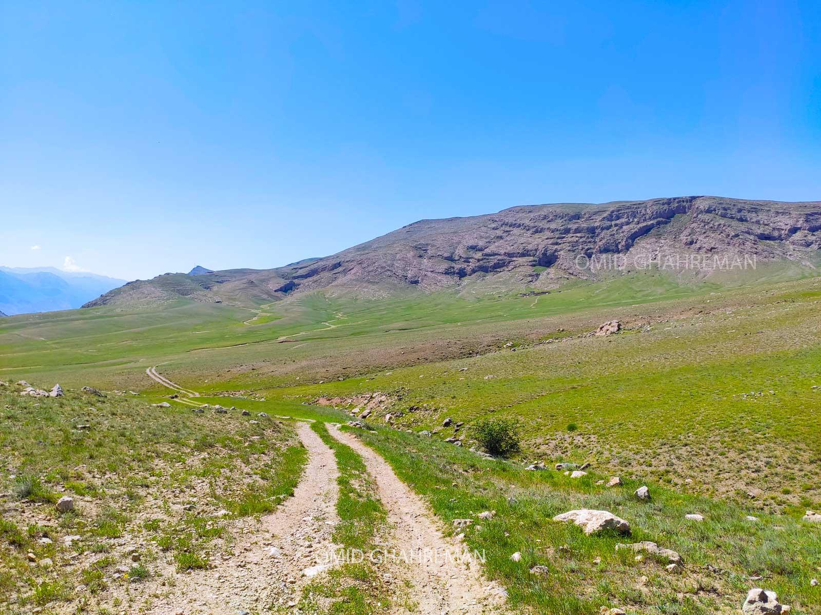 مسیر زیبای آتابه و دامنه کوه ها