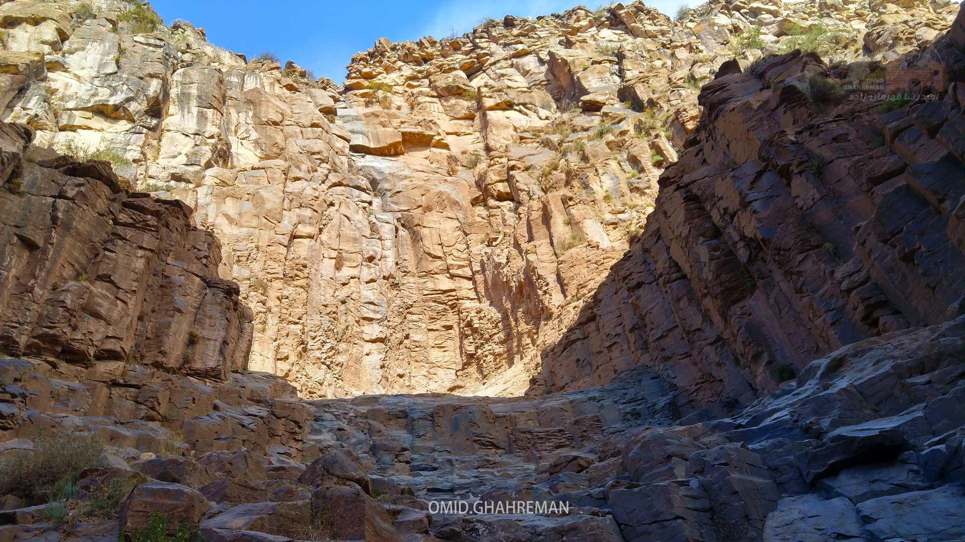 مسیر شیب دار در ادامه دره