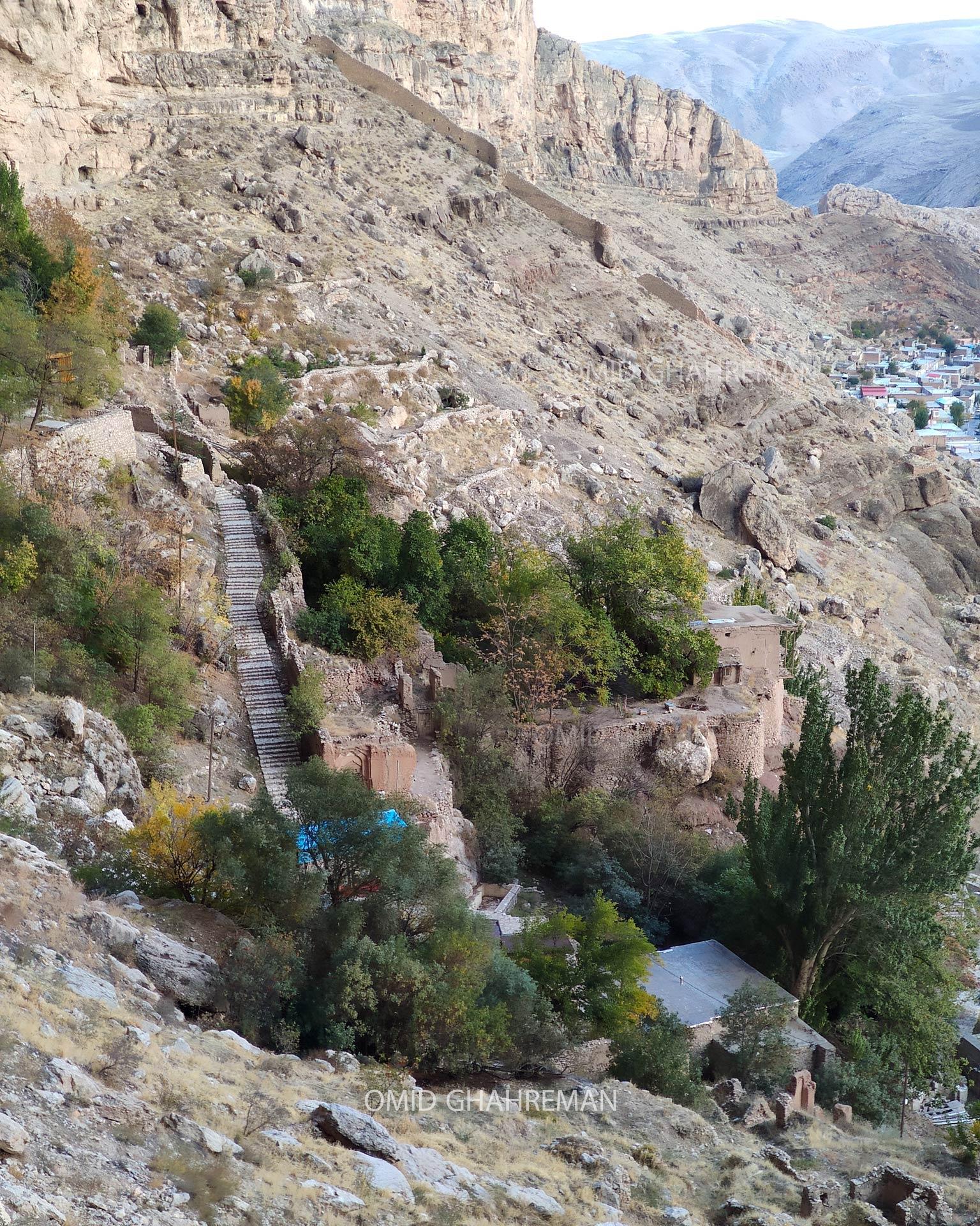 مسیر و پله های قلعه قبان و ماکوی قدیم