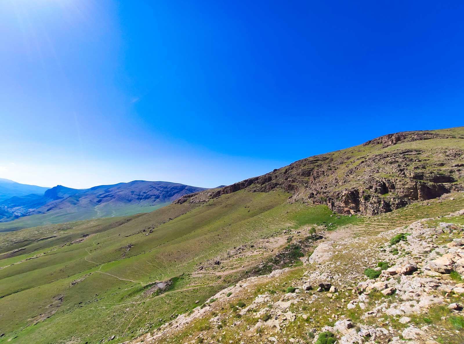 مسیر پاکوب آتابی در دامنه کوه