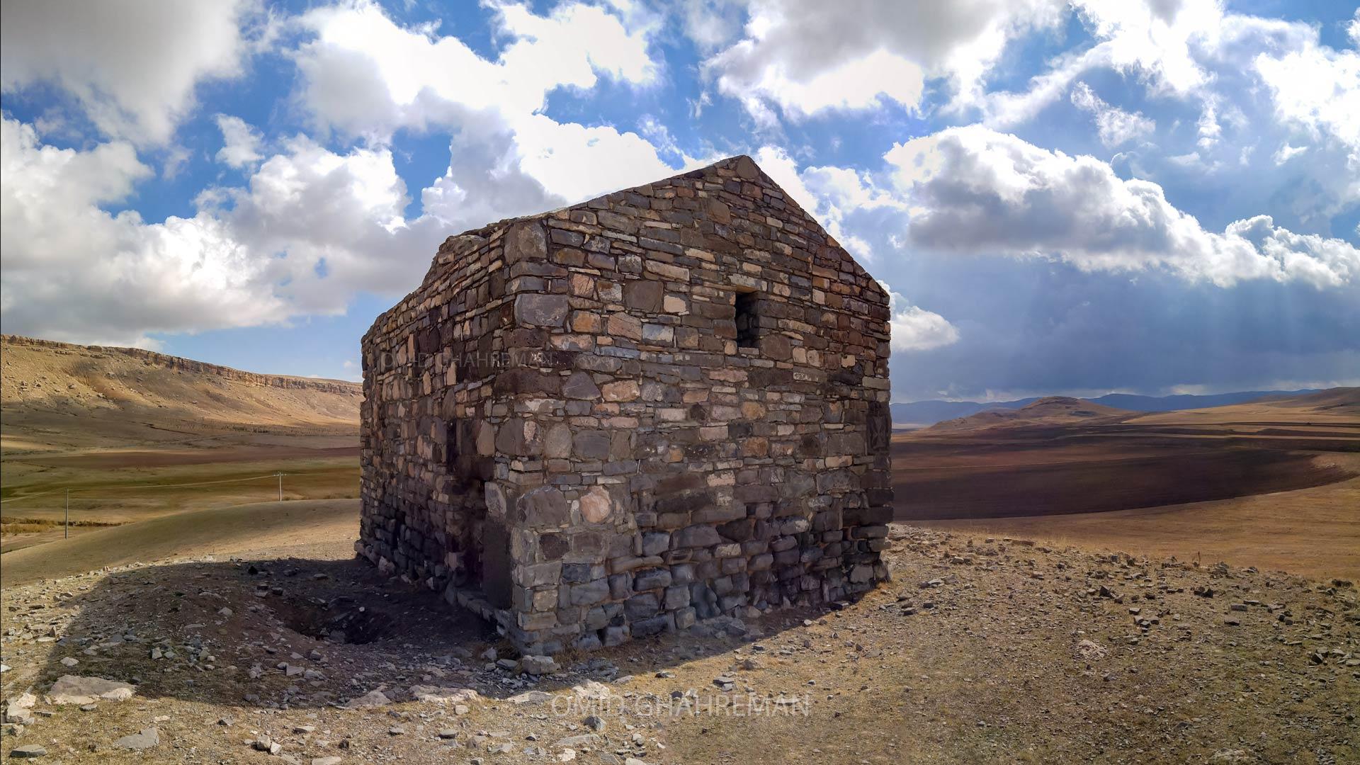 مقبره ساندخت در نزدیکی کلسیای تادئوس مقدس