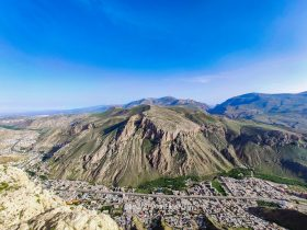 نمای کلی از شهر ماکو و خیابان هایی در میان کوهها Maku city West Azerbaijan Province