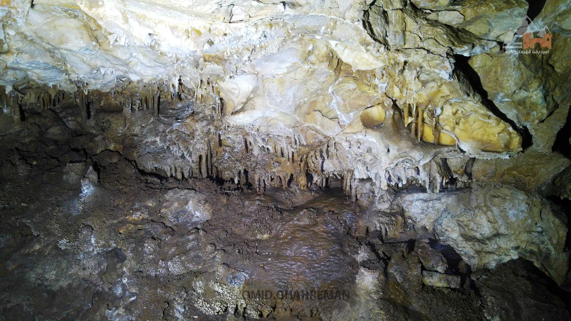 نمونه ای از رسوب در سقف غار