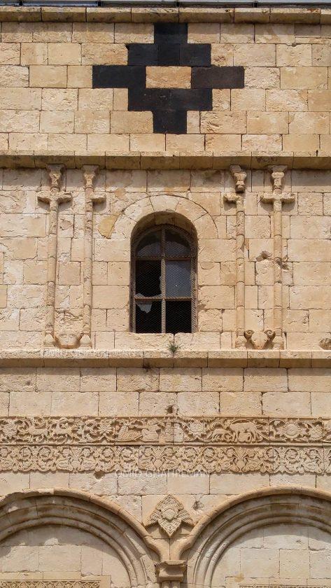 پنجره و نورگیر کلیسا