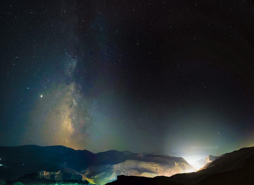 کهکشان راه شیری عمود بر شهر ماکو