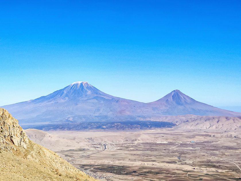 کوه آرارات (آغری) از بالای دره انسور و در مسیر چرکین