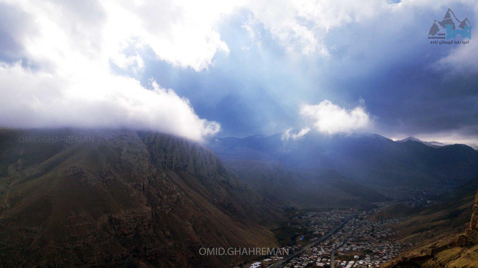 کوه سبد در میان ابر ها