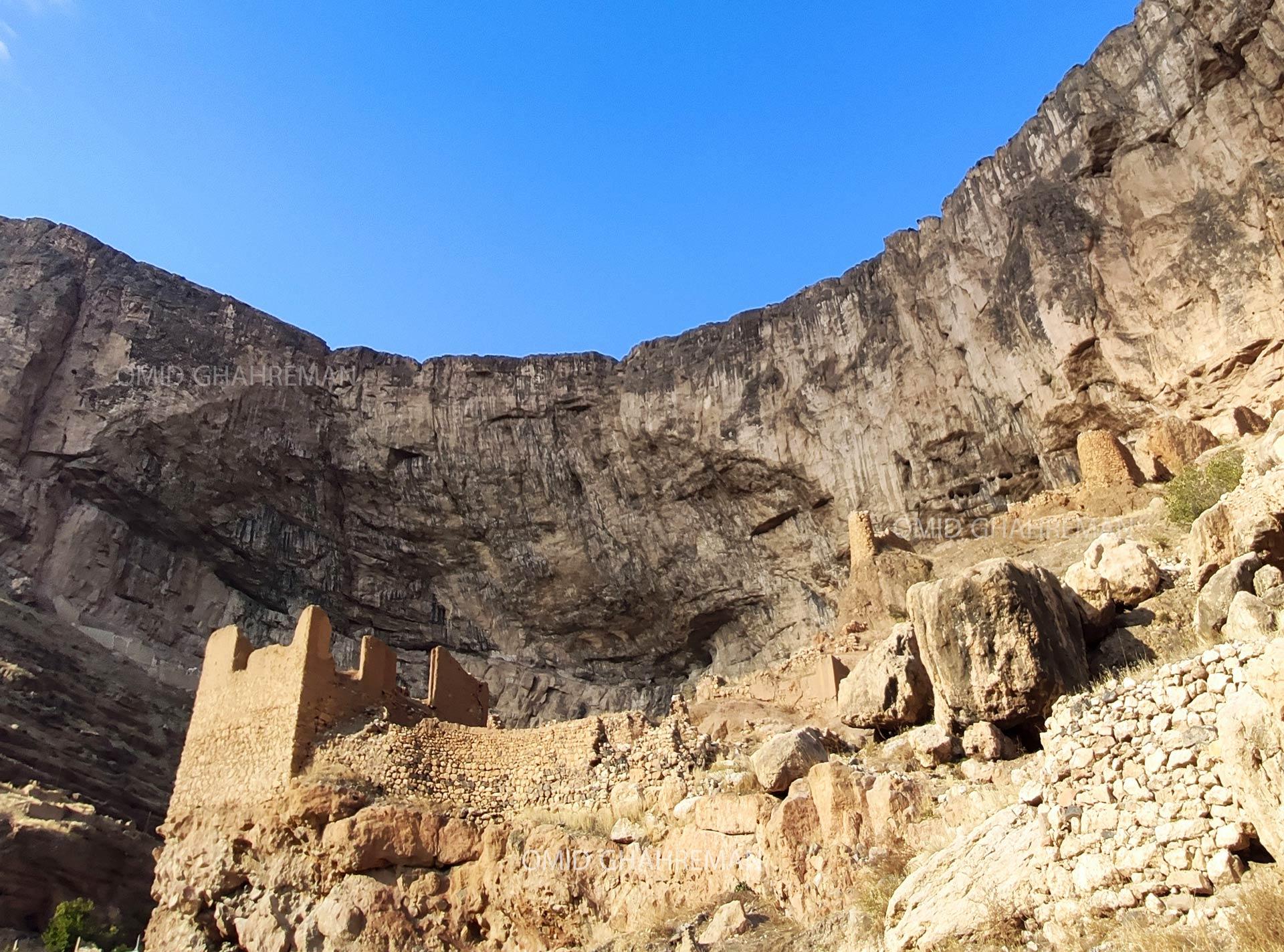 کوه قیه و آثار باقیمانده از شهر قدیمی ماکو