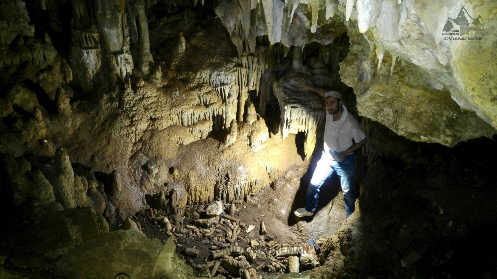 گوشه ای از تالار دوم غار تشتگاه