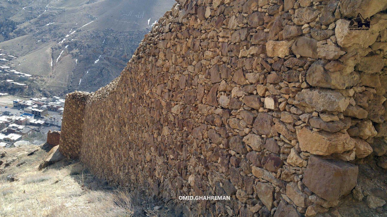 دیوار قلعه تاریخی قبان ماکو قلعه اوراتوئی ماکو