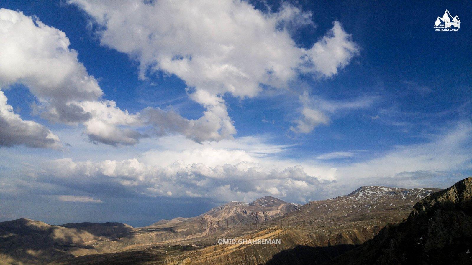 کوه پایه چرکین و آسمان زیبا