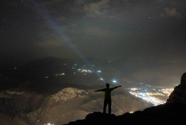 شب های ماکو و ستاره گان بر فراز شهر سنگی